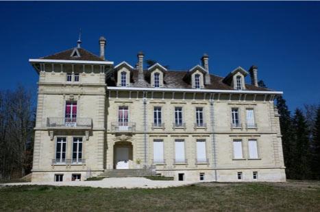 Restauration et transformation en logements d'un château à côté de Bordeaux