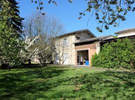 A vendre maison en pierre avec jardin
